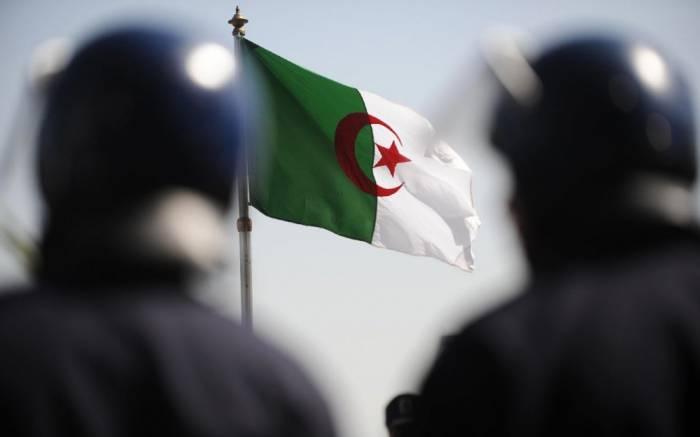 Un attantat-suicide vise un commissariat en Algérie, 2 morts