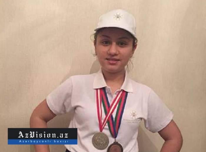 """700 bal toplayan 17 yaşlı qız: """"5-ci sinfə kimi kənddə oxumuşam..."""" (FOTO)"""