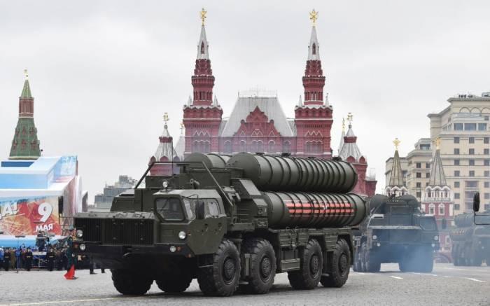 La Turquie signe un contrat avec la Russie pour l'achat de systèmes antiaériens S-400