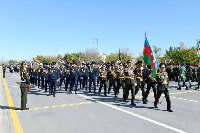 Naxçıvanda hərbi parad keçirilib - FOTOLAR