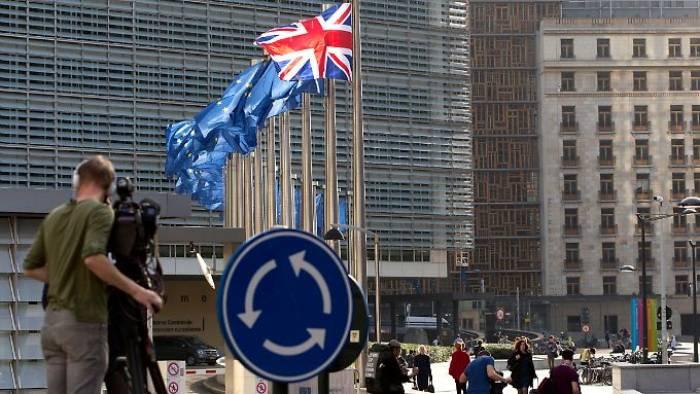 May schreibt Brief an EU-Ausländer