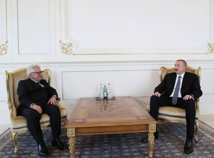 Ilham Aliyev recibió las cartas credenciales del embajador de Grecia FOTO