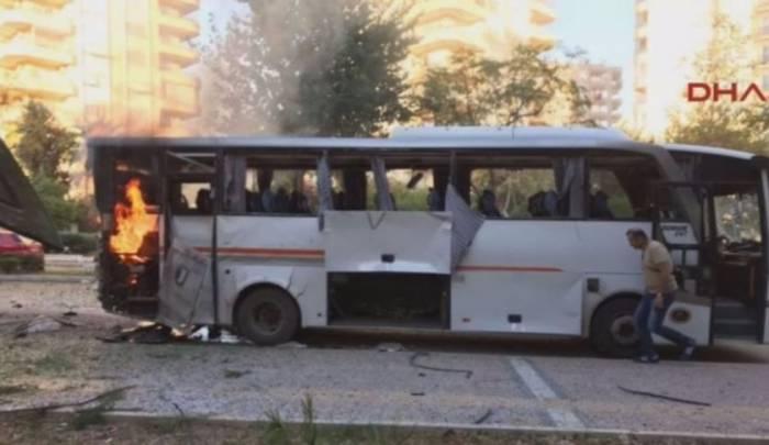 Türkiyədə polis avtobusu partladılıb - 12 nəfər yaralanıb (VİDEO)