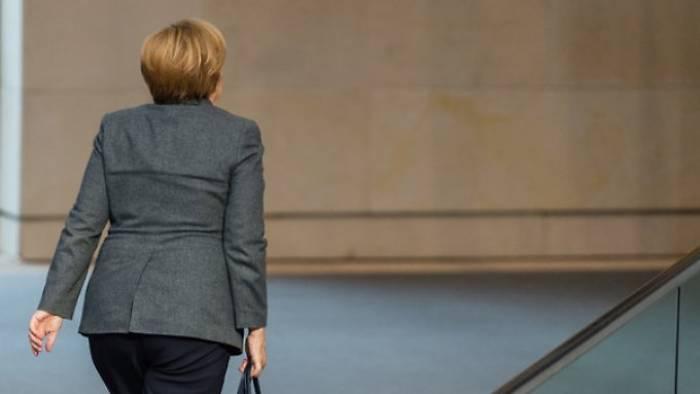 Jeder Zweite will vorzeitigen Abgang Merkels