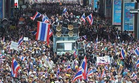 Tailandda parlament buraxıldı