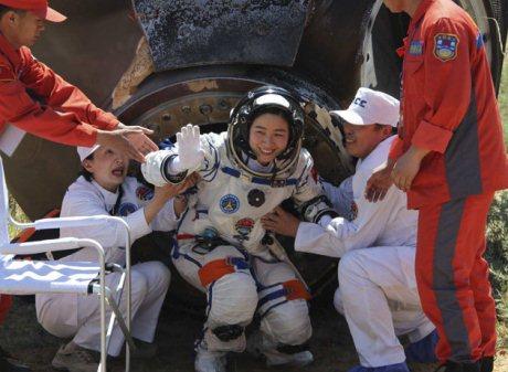 China astronauts return to Earth