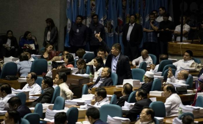 La loi martiale prolongée un an dans le sud des Philippines