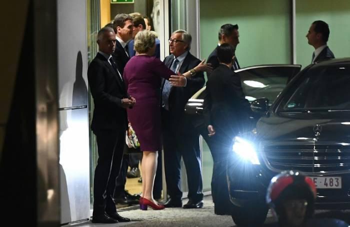 """Juncker et May conviennent d'""""accélérer les efforts"""" pour un accord sur le Brexit"""