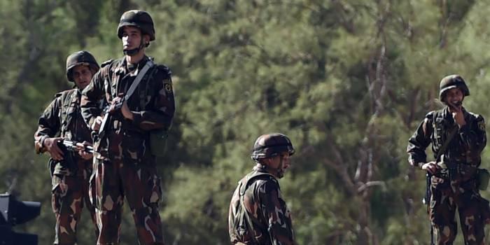 Algérie : un policier tué dans un attentat suicide contre un commissariat