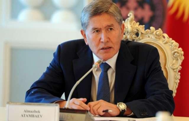 """Atambayev Putinin yanında etiraf etdi: """"İnqilabları mən etmişəm"""""""