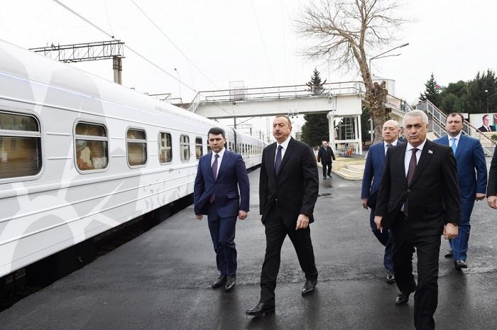 """İlham Əliyev  """"ASAN qatar""""la tanış olub"""