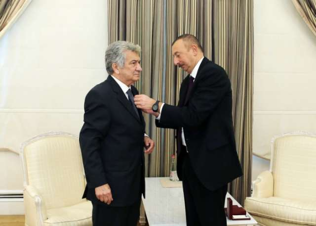 Ilham Aliyev presents Istiglal Order to People's Artist Rauf Abdullayev