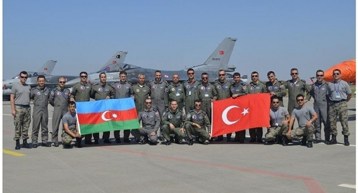 Azerbaijani, Turkish air forces hold staff talks