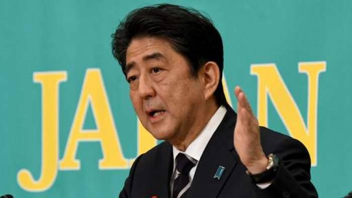 Le geste controversé de Shinzo Abe