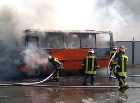 """""""Şamaxinka""""da avtobus alova qərq oldu"""