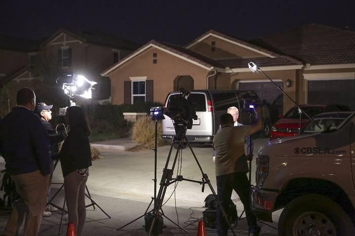 Hallan a 12 hermanos encadenados y hambrientos en casa de California