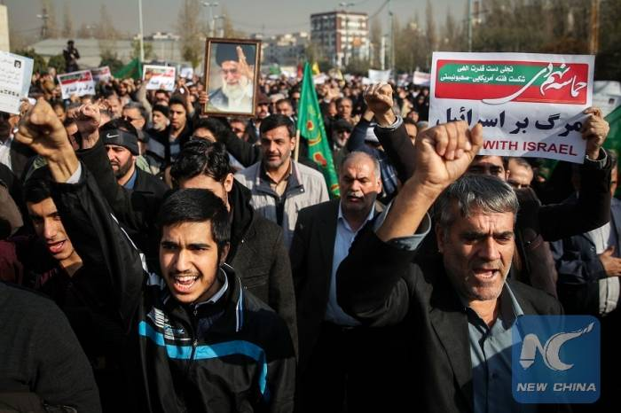 İranda yüzlərlə insan küçələrə çıxdı - Ruhaniyə dəstək aksiyası