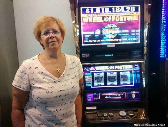 Elle gagne le jackpot à l'aéroport de Las Vegas