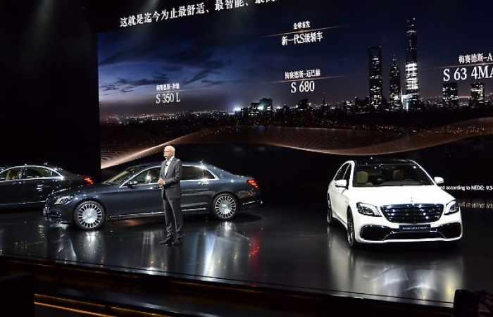 In Shanghai fährt neue S-Klasse vor