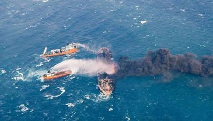 Le pétrolier iranien toujours en feu se déplace vers le Japon