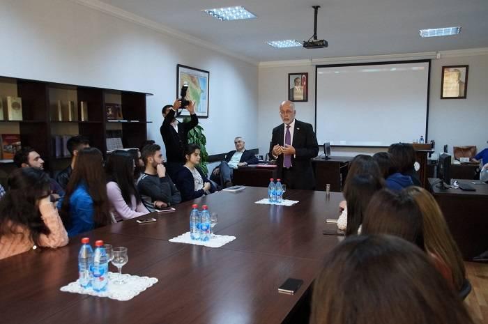 Ölülər Günü Azərbaycan Dillər Universitetində - FOTOLAR