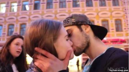 `Bunu Bakıda etsəydim...` - Rus qızlarını öpən azərbaycanlı