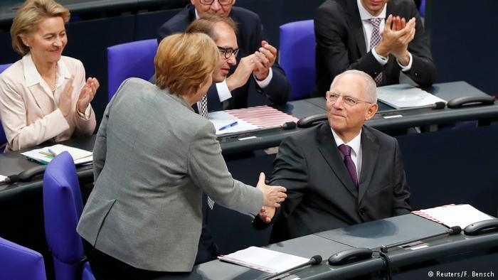 New German parliament convenes for first time