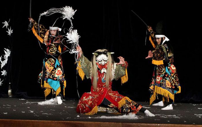 Danza ceremonial en el Santuario Itsukushima - SIN COMENTARIOS