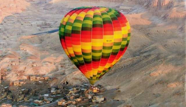 Hot air balloon crashes in Luxor, 1 tourist killed in Egypt