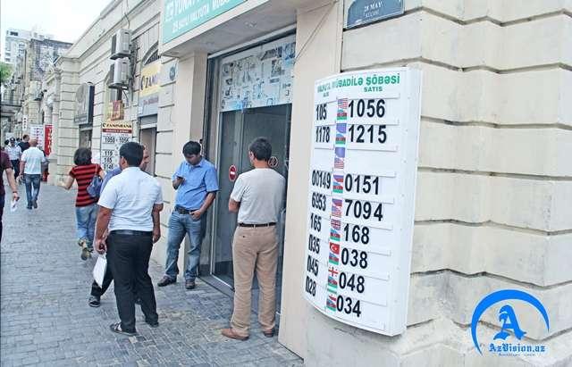 """Dolların satışı davam edəcək - """"Exchange"""" lərdəki son vəziyyət (Reportaj)"""