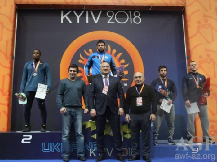 Güləşçilərimiz Kiyevdə 9 qızıl medal qazanıb