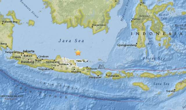 Huge 5.7 magnitude earthquake strikes Indonesia, sparking Bali tsunami fears - VIDEO