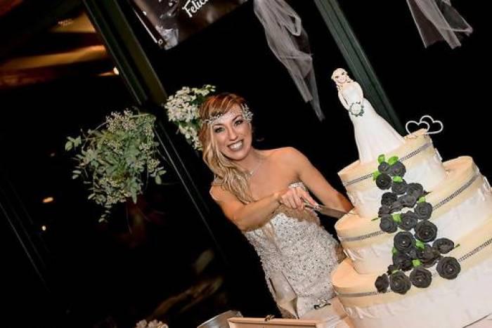 Italienerin heiratet sich selbst