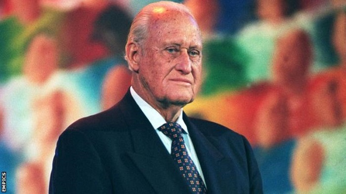Former Fifa president and IOC member dies aged 100