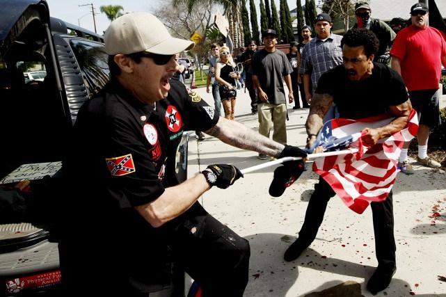 Violences lors d'une réunion du Ku Klux Klan: 3 blessés, 13 arrestations