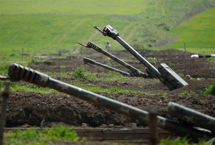 Erməni artilleriyaçılar öz hərbi hissələrini bombalayıb