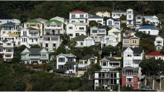 New Zealand bans foreign home buyers
