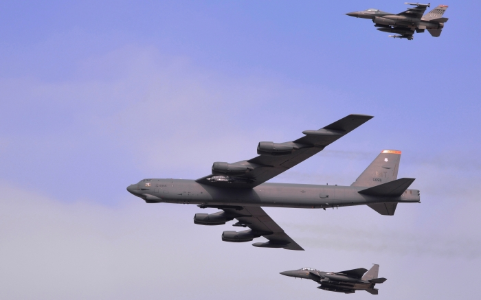 Russia and the US send nuclear bombers to North Korea