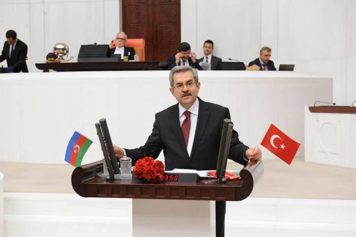 Necdet Ünüvar Azərbaycana görə CHP-li deputatları tənqid etdi