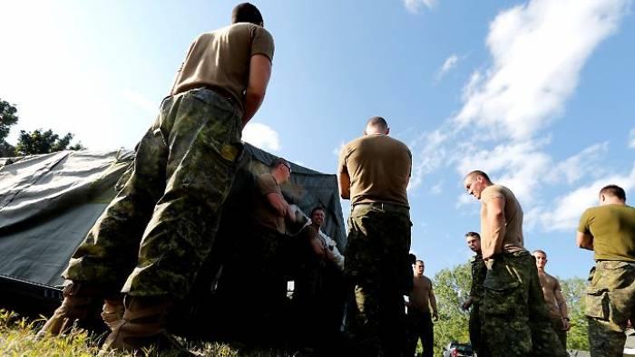 Armee baut Zelte für Trump-Flüchtlinge