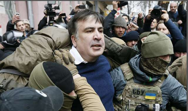 Saakaşvili intihar edəcəyini dedi: Polis onu damda saxladı (Yenilənib)