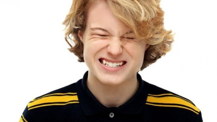 Teeth-grinding in teens 'a sign of being bullied'