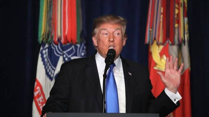 Trump llega a la frontera con México como muestra de su afán de levantar el muro