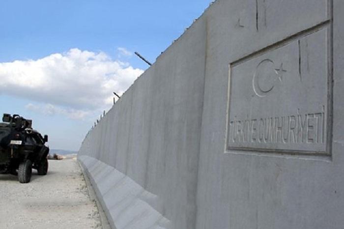 Turquie construit un mur à la frontière avec l`Arménie
