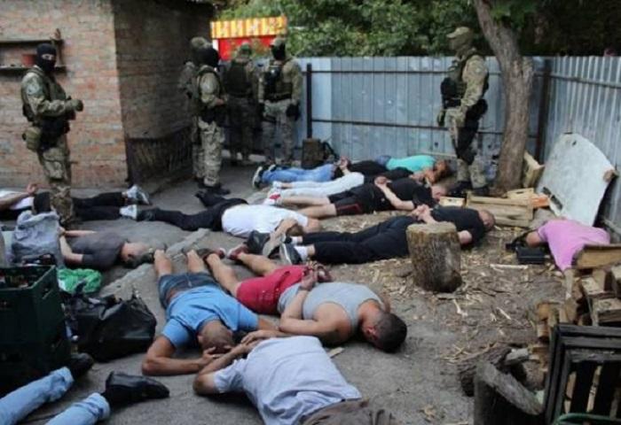 """Azərbaycanlı """"qanuni oğru""""lara qarşı əməliyyat - 27 nəfər tutuldu (FOTOLAR)"""