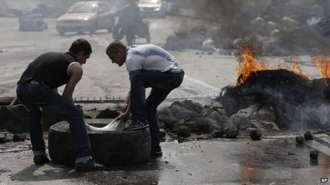 Ukraine crisis: Fears grow over Sloviansk offensive