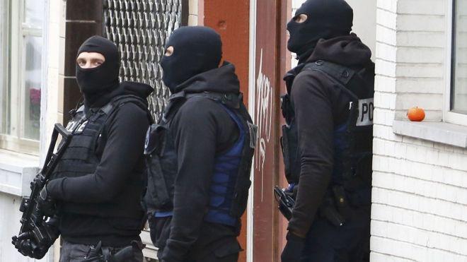 Paris attacks suspect`s `hideout found` in Brussels