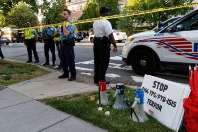Erdogan supporters and critics clash outside Turkey's embassy in the US - VIDEO