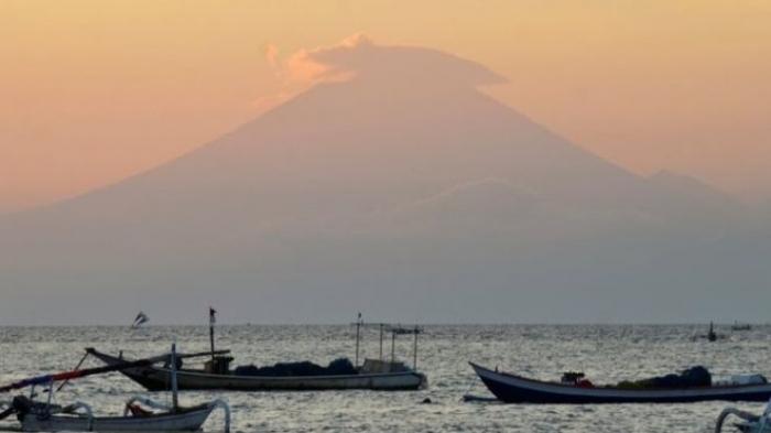 Bali volcano highest alert issued