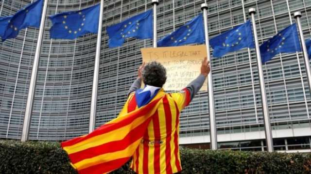 Spain Catalonia: France snubs independence bid